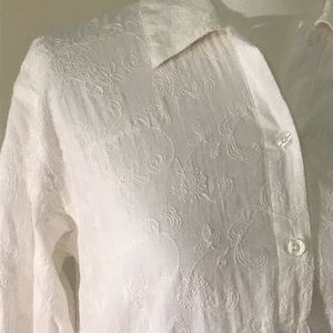 Lilly Pulitzer Tops - Lilly Pulitzer white embroidered blouse, small